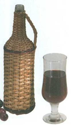 Оплетенная лозой бутыль